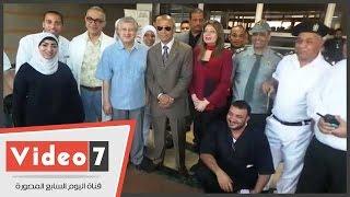 القائم بأعمال محافظ القاهرة يتفقد مستشفى الشيخ زايد ويلتقط الصور التذكارية مع العاملين