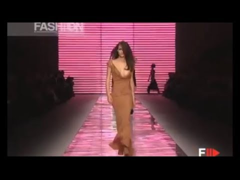 Versace Fall Winter 2001 - 2002 Women's Fashion Show Ready to Wear Original Soundtrack