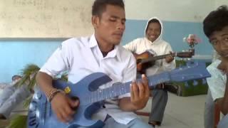 anak SMA MALUKU UTARA Pintar nyanyi sambil main gitar 4