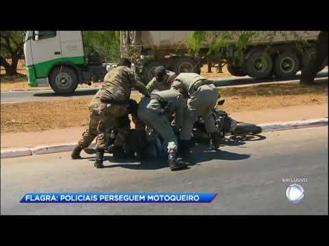Cidade Alerta acompanha perseguição a motoqueiro em Goiás
