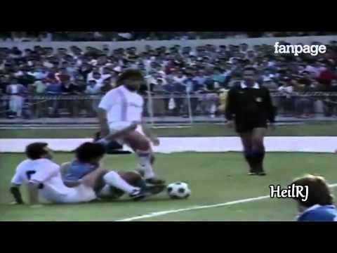 Finte, dribbling, tunnel e altre incredibili (e inedite) giocate di Diego Armando Maradona