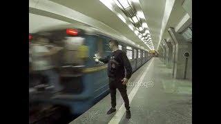 Открываю бутылку об зеркало метро, на ходу. Это и будет трейлер к каналу)