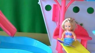 Видео с куклами Челси и Барби играют в русалки на круизном лайнере Барби