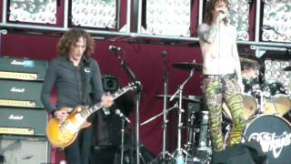 The Darkness - Live at Download 2011: Get Your Hands off My Woman