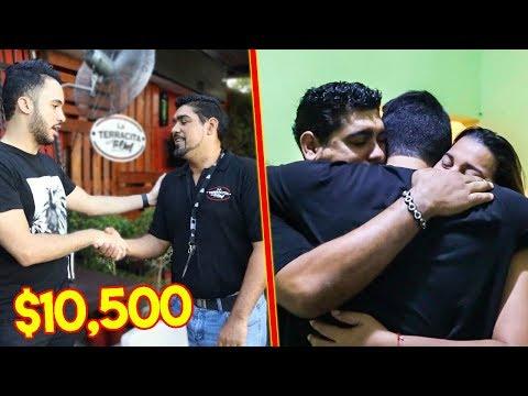 ¡Mira Cómo Reacciona Este Mesero Venezolano Al Recibir $10,500 Para Su Familia!