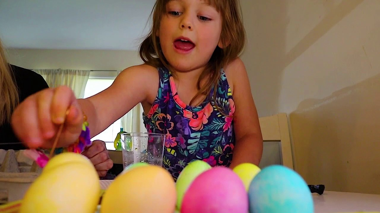 Awesome Emoji Easter Egg coloring kit and how to dye eggs for easter ...
