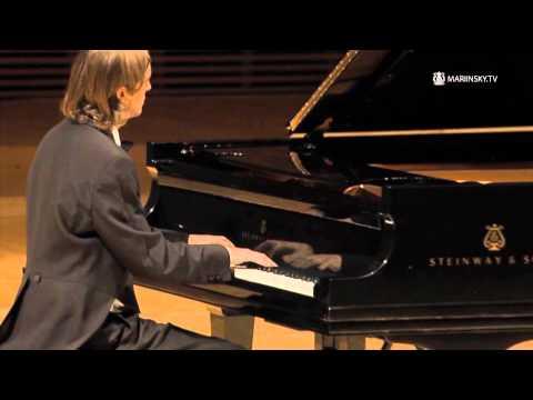 a critique of frederic chopins piano concert no 2 op 35