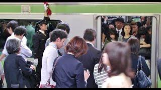 新宿駅ラッシュ 7:30 - 8:30 am. Shinjuku Station during morning rush...