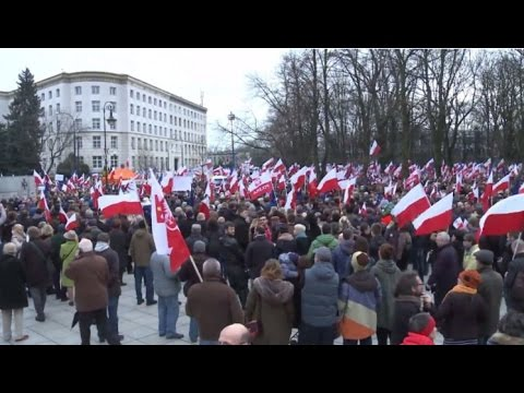 LIVE: Protesters rally in Warsaw against media law