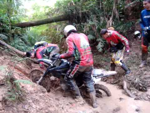 TRILHA GARUVA-MOTO CLUBE ESPALHA LAMA-DANIEL.MPG Travel Video