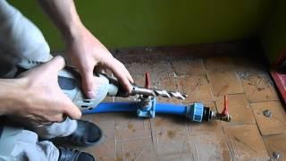 Как сделать врезку в трубу под давлением(Видео о том как сделать подключение к пластиковой трубе под давлением своими руками. Мой сайт САНТЕХМОНТАЖ3..., 2014-07-04T12:12:09.000Z)