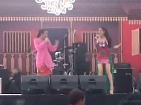 Wak Wak Gung ( Monica Selvia & Lina Marlina )