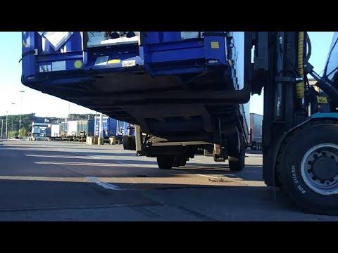 видео: Уронил груженый прицеп в порту #46