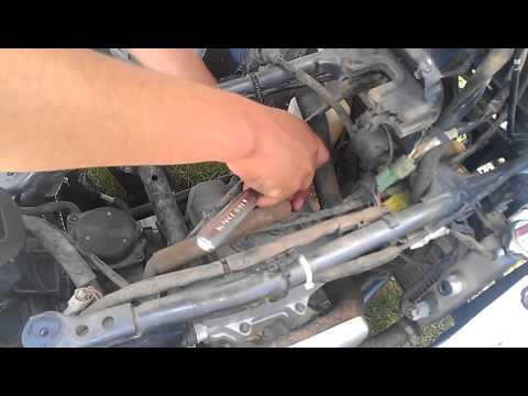 How to change Z400 sparkplug - YouTube