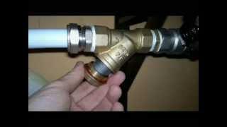 Filtr skośny do wody - Adult inclined to the water. Czyszczenie filtra wody