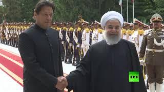 شاهد.. مراسم استقبال الرئيس الإيراني حسن روحاني لرئيس الوزراء الباكستاني