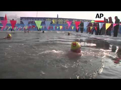 Swimmers brave icy temperatures to take part in annual race