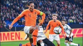 Allemagne -  Pays Bas:  le très beau geste de Van Dijk qui console l'arbitre endeuillé