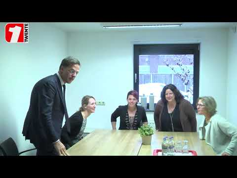 Reportage: Premier Rutte bekijkt sociale activiteiten in Enschede (1Twente Enschede)