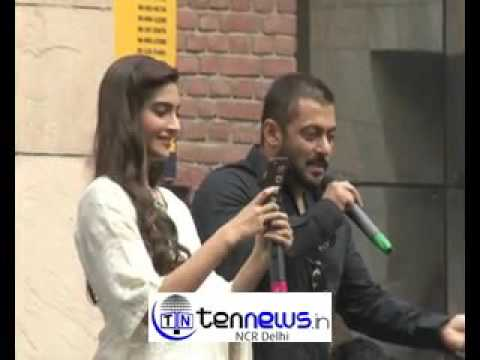 #SalmanKhan And #SonamKapoor At Amity University To Promote Film '#Prem Ratan Dhan Payo.