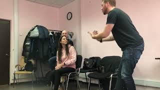 Девушка откровенно отвечает на вопросы мужчин на пикап тренинге. Часть 1.