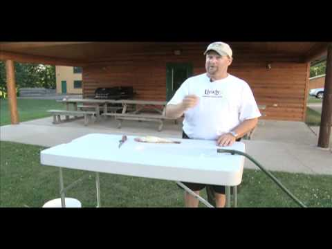 Lindy fish cleaning table midwest outdoors tip of the for Homemade fish cleaning table