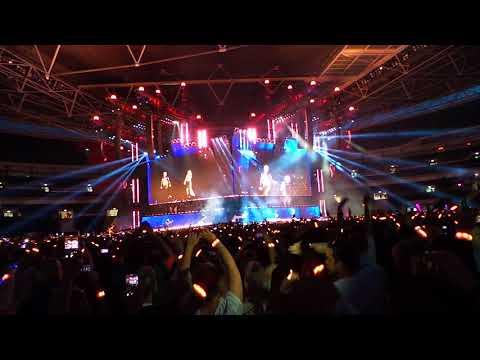 Taylor Swift and Robbie Williams at Reputation Stadium Tour