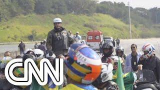Bolsonaro faz passeio de moto com apoiadores em São Paulo   CNN SÁBADO