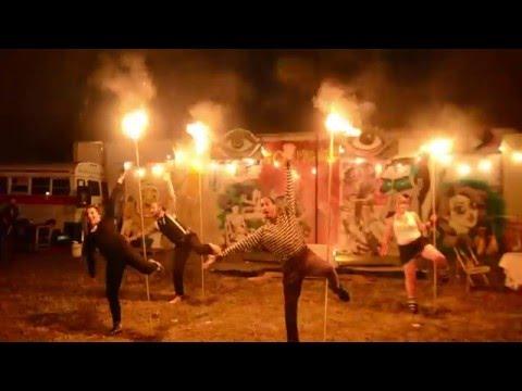 Spectacle De Feu Cabaret Chat Noir 2015 Au Carnaval Carmagnole Avec La Fanfare