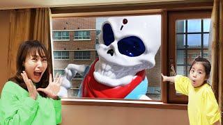 모자 쓴 해골이 자꾸 따라와요!! 서은이의 해골 사냥꾼 보드게임 타요 미끄럼틀 방방 성벽 트렘폴린 Skeleton Board Game for Kids