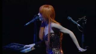 Tori Amos - Bouncing off clouds (ADP tour 2007)
