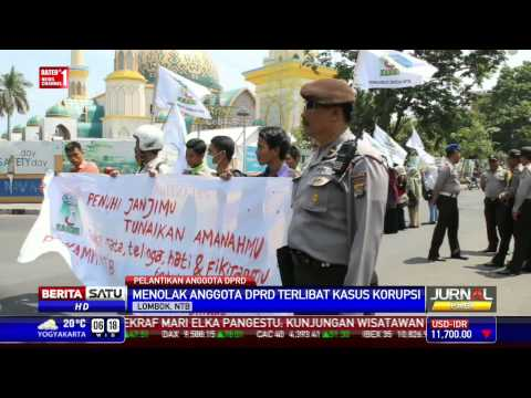Pelantikan Puluhan Anggota DPRD NTB Diwarnai Unjuk Rasa
