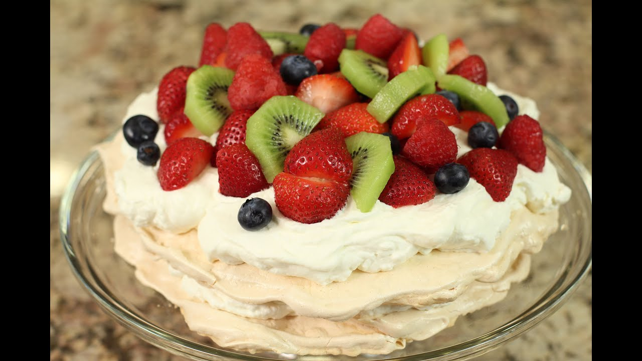 Easy pavlova recipe with strawberries by rockin robin - How to slice strawberries for decoration ...