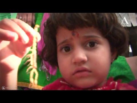 Habitantes en la India celebran el festival del escorpión - Aristegui Noticias