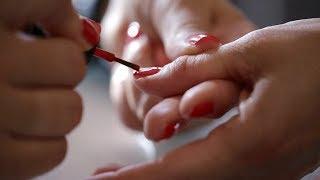 Poszła zrobić manicure u kosmetyczki. 2 dni później jej palec zaczął gnić