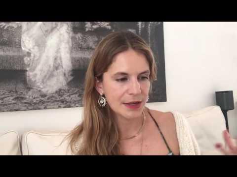تابعوا هذا اللقاء مع مصممة المجوهرات Eugenie Niarchos