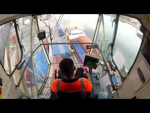 Liebherr Lhm 400 Loading Containervessel Erica part 1