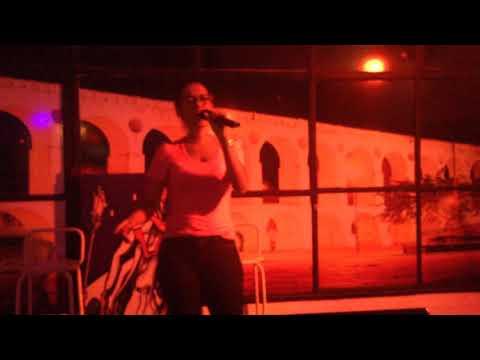 Flávia [Karaoke] - Hero (27-dez-2014)