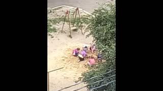 Аффтар жжет!дети закапывают пьяного в песочнице!ржака