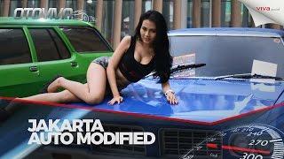 Aksi Gadis Seksi Di Kontes Mobil Modifikasi