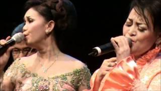 rindu lukisan - tanpamu - Tetty Supangat and Esti Singer - Tong2 - Malieveld Den Haag May 2011