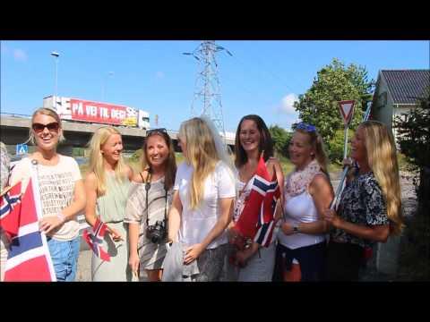 """""""-Endelig fine damer i Larvik."""" -De er fra Drammen"""