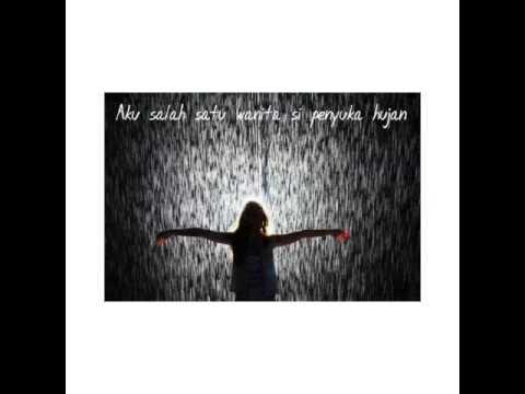 Puisi Wanita Si Penyuka Hujan