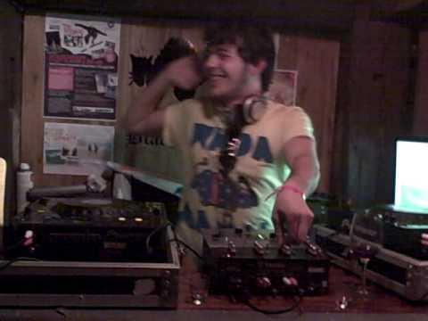 Pablo Decoder rocking the couloise bar, tignes fest 09!