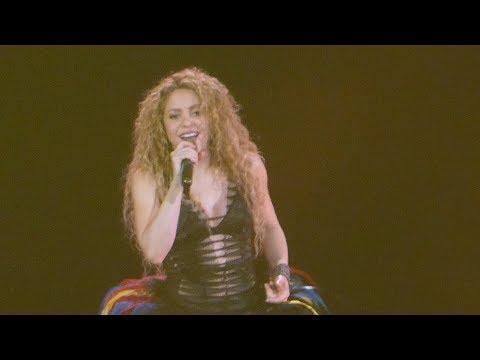 Shakira - La la la / Waka Waka (This time for Africa) - Live Paris 2018