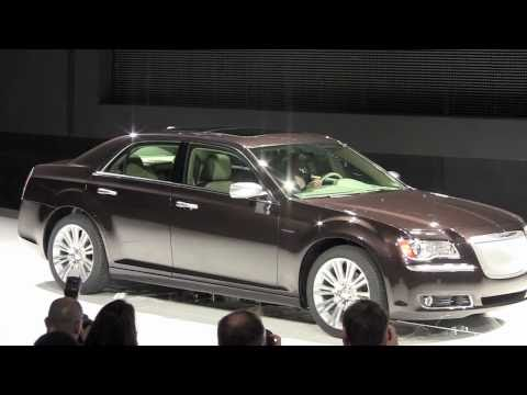 2012 Chrysler 300 Executive, S and SRT8 models revealed at New York Auto Show