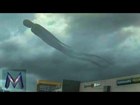 5 Penampakan Misterius Di Atas Langit