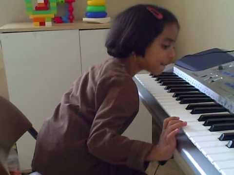 Aditi_Playing_Hum_HOnge_Kamyaab.AVI