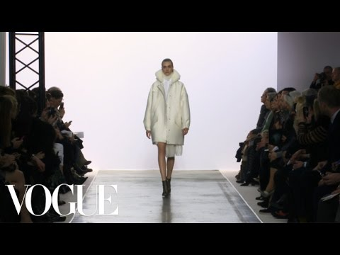 Giambattista Valli Ready to Wear Fall 2013 Vogue Fashion Week Runway Show