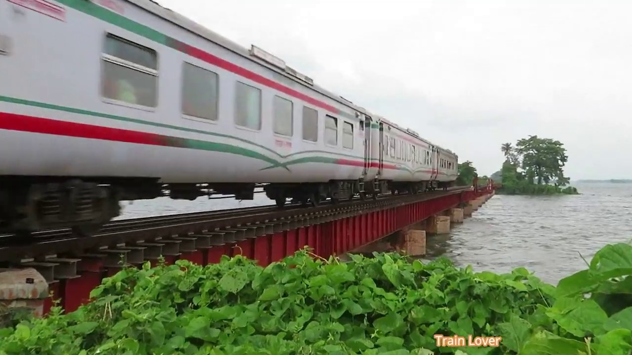 West zone King Rangpur Express with heavy Speed in a Bridge